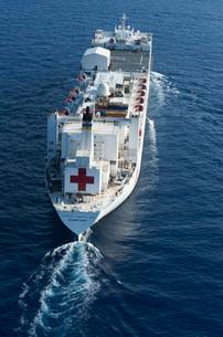 The Military Sealift Command hospital ship USNS Comfort.の写真素材 [FYI02853040]