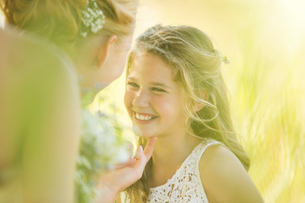 Bride talking to Bridesmaid in domestic gardenの写真素材 [FYI02853300]