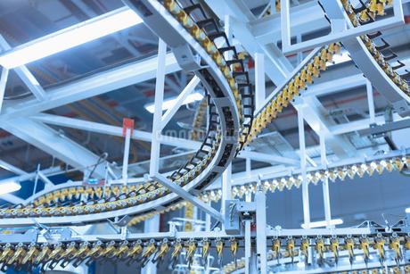 Winding printing press conveyor belts overheadの写真素材 [FYI02853404]