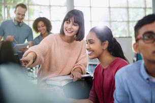 College students talking in classroomの写真素材 [FYI02853416]