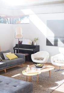 Sunny living roomの写真素材 [FYI02853764]