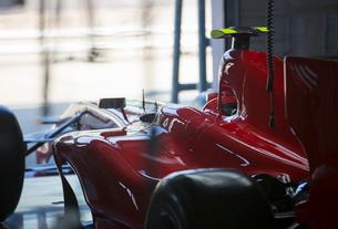 Red formula one race car in repair garageの写真素材 [FYI02853947]