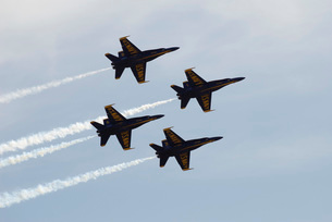 The Blue Angels perform aerial demonstrations during an airの写真素材 [FYI02853989]