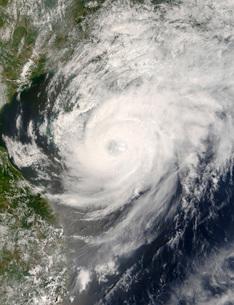 Typhoon Neoguri approaching Chinaの写真素材 [FYI02854042]