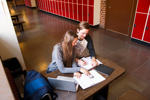 Sweden, Stockholm, Ostermalm, Students learning at schoolの写真素材 [FYI02854242]
