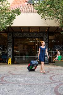 Turkey, Mugla, Marmaris, Women with suitcase leaving holiday resortの写真素材 [FYI02854248]