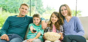 Family watching television in living roomの写真素材 [FYI02854498]
