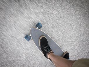 Sweden, Vastergotland, Low-section shot of skater riding shortboardの写真素材 [FYI02854851]