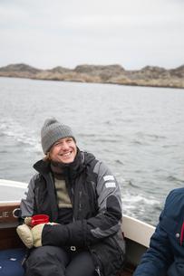 Sweden, Bohuslan, Marstrand, Portrait of mature man on motor boatの写真素材 [FYI02855107]