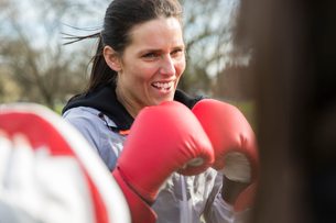 Determined woman boxingの写真素材 [FYI02855109]