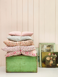 Close up of pillows, dresser and paintings in country homeの写真素材 [FYI02855311]