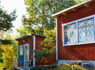 Sweden, Uppland, Rindo, Summer house with hutの写真素材 [FYI02855335]