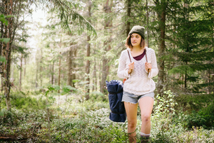 Sweden, Vasterbotten, Norrmjole, Young female hiker in forestの写真素材 [FYI02855348]