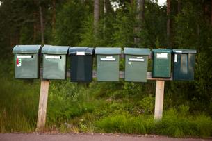 Sweden, Dalarna, Solleron, Row of mailboxesの写真素材 [FYI02855546]