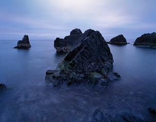 Norway, Finnmark fylke, Varangerhalvons National Park, Sea stacks at sunsetの写真素材 [FYI02855666]