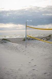 Sweden, Skane, Skanor, Beach volleyball netの写真素材 [FYI02855707]