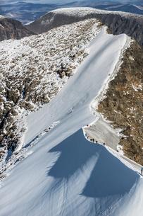 Sweden, Lapland, Snowy ridge of Kebnekaise mountainの写真素材 [FYI02855754]