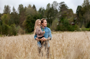 Finland, Uusimaa, Raasepori, Karjaa, Father with his daughter (6-7) looking at viewの写真素材 [FYI02855784]