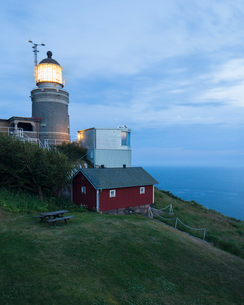Sweden, Skane, Kullaberg, Illuminated lighthouse at duskの写真素材 [FYI02855795]
