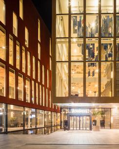 Sweden, Skane, Malmo, Entrance to Malmo Live at nightの写真素材 [FYI02855850]