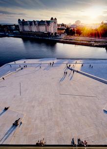Norway, Oslo, Bjorvika, Operahuset at sunsetの写真素材 [FYI02855954]