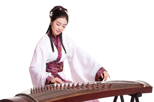 Young woman in Chinese traditional costume plucking Chineseの写真素材 [FYI02855967]
