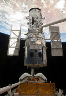 The Hubble Space Telescope is released from the cargo bay ofの写真素材 [FYI02856006]