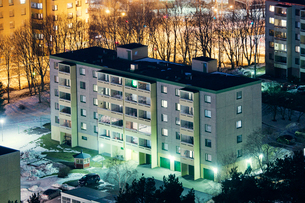 Finland, Paijat-Hame, Lahti, Block of flats at nightの写真素材 [FYI02856022]