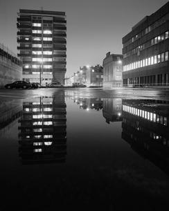 Sweden, Skane, Malmo, Mollevangen, Illuminated buildings at nightの写真素材 [FYI02856046]