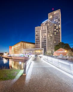 Sweden, Skane, Malmo, Malmo Live at nightの写真素材 [FYI02856074]