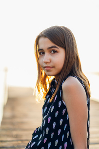 Girl sitting on a pier at sunset in Blekinge, Swedenの写真素材 [FYI02856087]