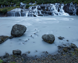 Iceland, Suournes, Hraunfossar waterfallの写真素材 [FYI02856088]