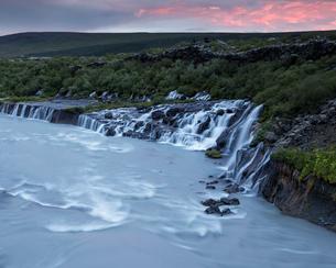 Iceland, Suournes, Hraunfossar waterfallの写真素材 [FYI02856180]