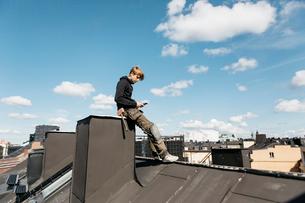 Roofer on a work break in Stockholm, Swedenの写真素材 [FYI02856214]