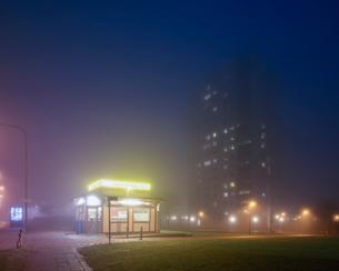 Sweden, Skane, Malmo, Hogaholm, Almvik, Small illuminated store at nightの写真素材 [FYI02856222]