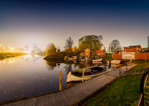 Sweden, Oresund Region, Skane, Malmo, Waterfront Fiskehoddorna seafood market at nightの写真素材 [FYI02856228]