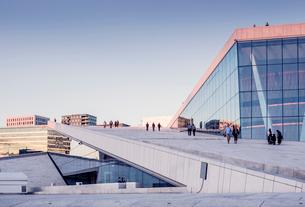 Norway, Oslo, Bjorvika, Operahuset at sunsetの写真素材 [FYI02856266]