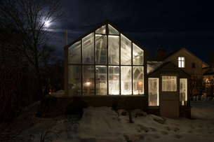 Sweden, Sodermanland, Stigtomta, Exterior of illuminated greenhouse at nightの写真素材 [FYI02856286]