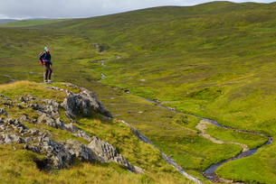 Woman on hill in Shetland, Scotlandの写真素材 [FYI02856291]