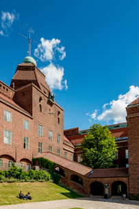 Sweden, Stockholm, Ostermalm, Blue sky over Kungliga Tekniska hogskolan (Royal Institute of Technoloの写真素材 [FYI02856309]