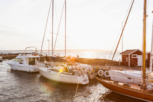 Boats at sunset at the Hano harbor in Swedenの写真素材 [FYI02856336]