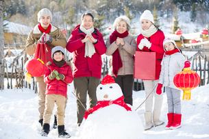 Happy family celebrating Chinese new yearの写真素材 [FYI02856406]