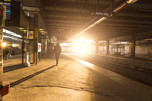 Man at railroad station in Stockholm, Swedenの写真素材 [FYI02856411]