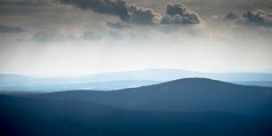 Rolling hills in Palla-Yllastunturi National Park, Swedenの写真素材 [FYI02856463]