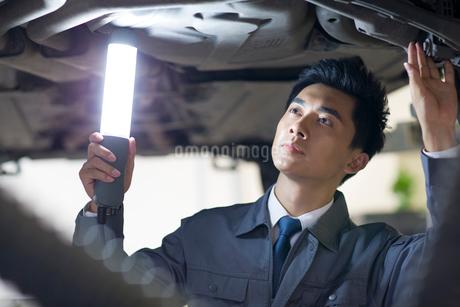 Auto mechanicの写真素材 [FYI02856467]