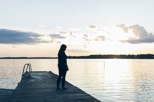 Mid adult woman standing on a pier in Karlskrona, Swedenの写真素材 [FYI02856473]