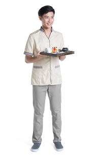 Massage therapist holding massage suppliesの写真素材 [FYI02856495]