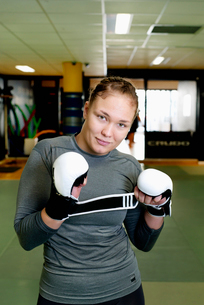Sweden, Portrait of young female boxerの写真素材 [FYI02856514]