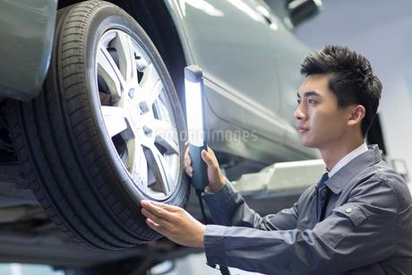 Auto mechanicの写真素材 [FYI02856520]