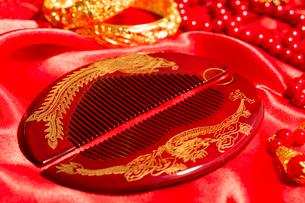 Traditional Chinese wedding elementsの写真素材 [FYI02856537]